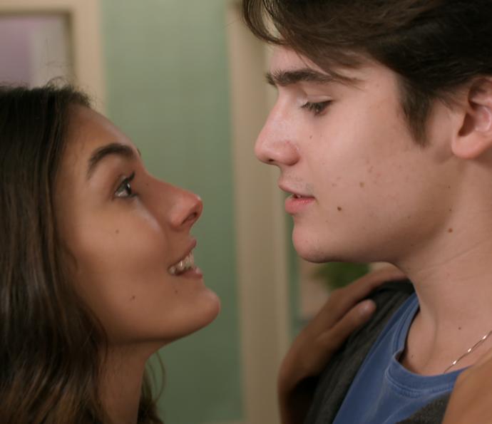 Luciana quer ficar mais tempo sozinha com Rodrigo (Foto: TV Globo)