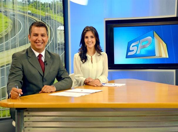 Murilo Zara e Carla Moreno apresentam o SPTV 1ª Edição (Foto: Marketing/TV Fronteira)