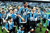 Na Memória: Ronaldinho Gaúcho faz, e Grêmio bate Corinthians em 2000