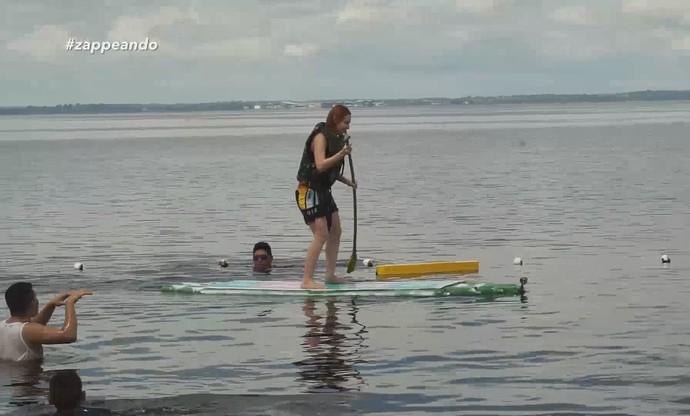 Jéssica Monteiro encara Sup em prancha de garrafas pet (Foto: Rede Amazônica)