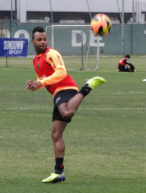 Fernandinho treino Atlético-MG (Foto: Léo Simonini)
