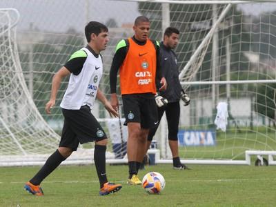 Cáceres Coritiba (Foto: Divulgação/ Site oficial Coritiba)