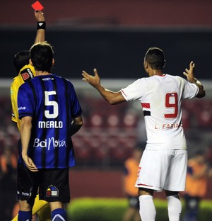 Luis Fabiano expulso (Foto: Marcos Ribolli)