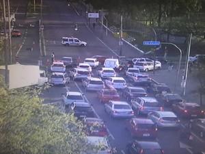 Trânsito é bloqueado em razão de objeto suspeito perto de viadutro em Porto Alegre (Foto: Divulgação/EPTC)