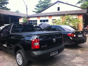 Carros clonados foram apreendidos  (Foto: Priscilla Souza/G1)