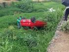 Motorista perde controle e carro cai à margem do Rio São João em Itaúna