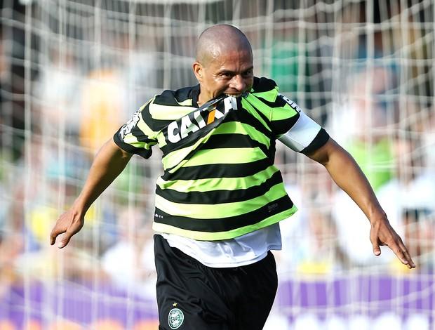 Alex comemoração gol jogo Coritiba e São Paulo (Foto: Heuler Andrey / Agência Estado)