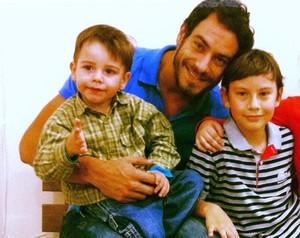 Diego Cristo com seus dois filhos (Foto: Arquivo Pessoal)