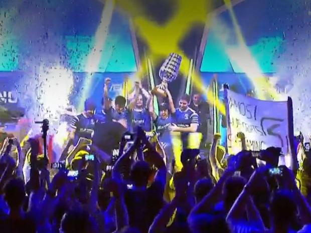 Brasileiros da SK Gaming levanta taça do ESL One, competição de 'Counter-strike: Global Offensive' (Foto: Reprodução/Divulgação)