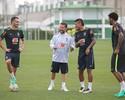 Renato Augusto, Paulinho e Gil iniciam treinos da Seleção no CT do Palmeiras