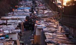 Polícia francesa desmantela maior 'favela' de Paris