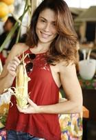 Thalita Lippi, adepta da alimentação natural, visita feira orgânica no Rio