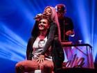 Ludmilla faz dança ousada com fã durante show em São Paulo