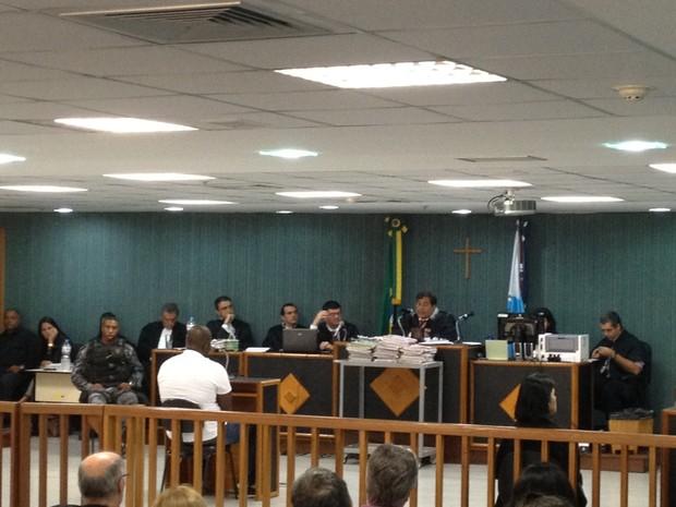 Réu começou a ser interrogado por volta das 15h30 (Foto: Priscilla Souza /  G1)