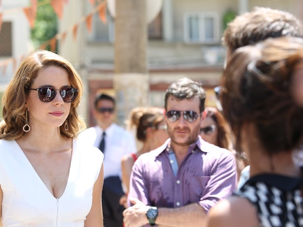 Cristina cumprimenta os noivos (Foto: Carol Caminha/ Gshow)