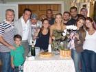 Carolina Dieckmann se despede de 'Salve Jorge' com bolo e champanhe