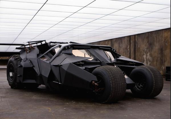O batmóvel dos filmes de Christopher Nolan com o Batman (Foto: Reprodução)