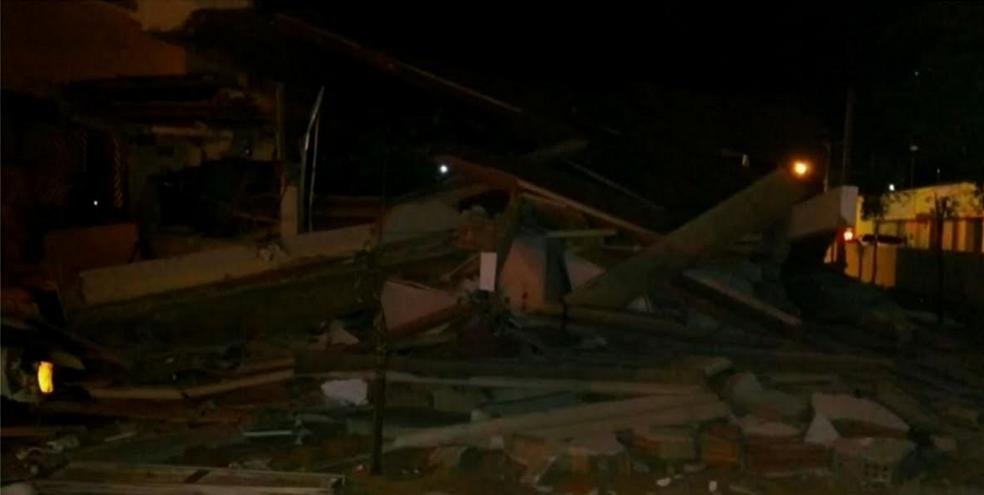 Grupo explodiu banco na cidade pernambucana e fugiu para o Ceará. (Foto: Reprodução/TV Verdes Mares)