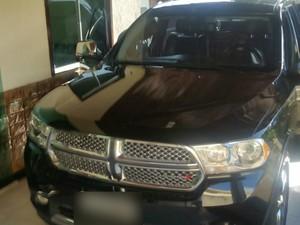 Carro de luxo foi sequestrado pela Justiça (Foto: Polícia Civil/Divulgação)
