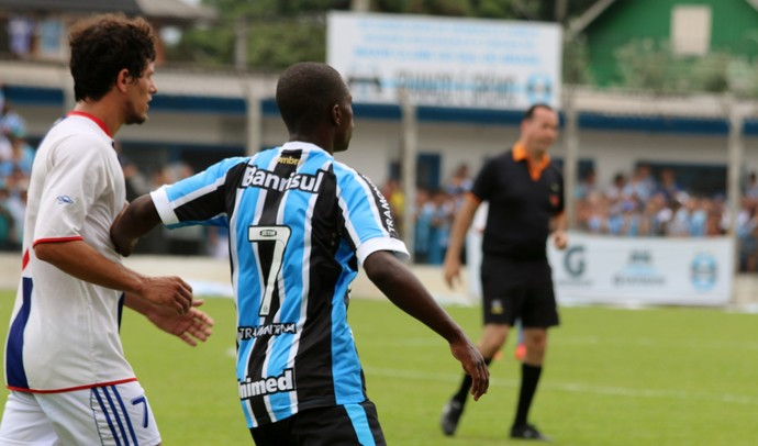 Lincoln jogo-treino Grêmio Gramadense (Foto: Lucas Rizzatti/Globoesporte.com)