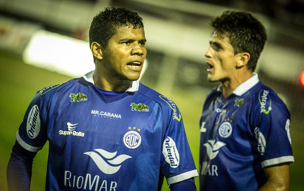 Diego Neves marcou um dos gols no empate em 2 a 2 entre Itabaiana e Confiança (Foto: Fillipe Araújo/ADC)