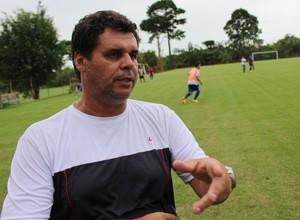 Ronald Lage, técnico do Genus Sub-16 (Foto: Hugo Crippa)