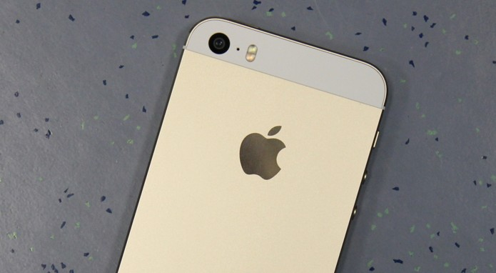 iPhone 5S dourado capa (Foto: Allan Melo/ TechTudo)