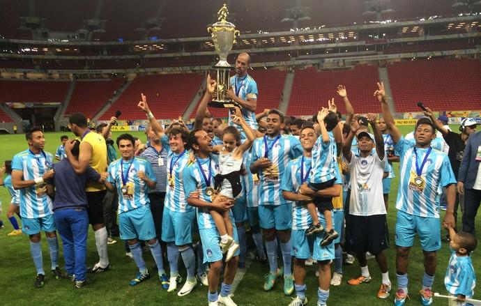 Luziânia campeão brasiliense 2014 (Foto: Fabrício Marques)