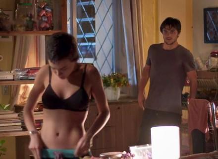 Leila passa a noite na casa de Jonatas