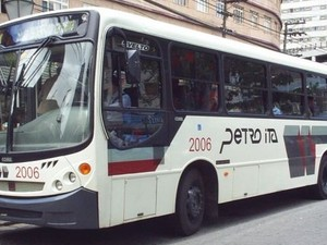 Passagens de ônibus em Petrópolis, RJ, sofrem reajuste (Foto: Marcelo Teixeira)