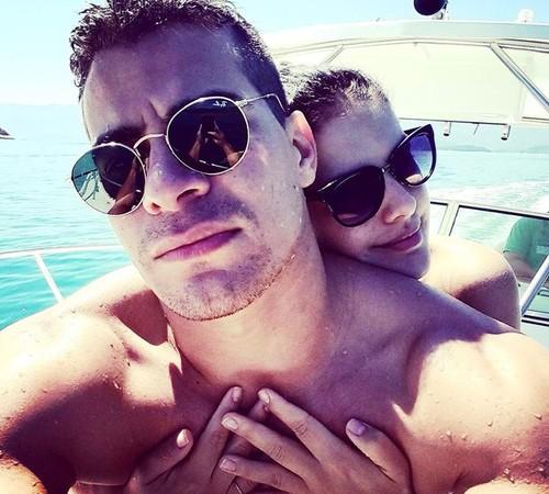 fba968b8a42c7 Thiago Martins e Paloma Bernardi durante as mini-férias em Paraty, no Rio (