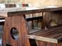 Móveis de madeira unem ar rústico com design arrojado e são ideais para aéreas externas