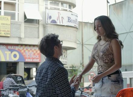 Filipe pede Nanda em noivado