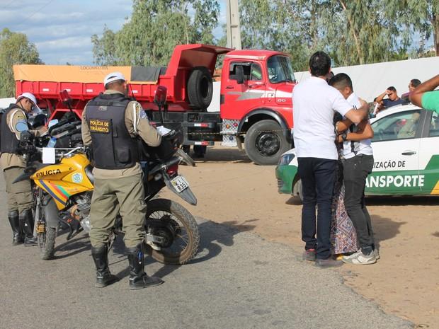 Filho da vítima reconheceu o corpo (Foto: Amanda Franco/G1)