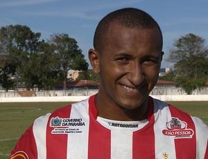 Junior Mandacaru, atacante do Auto Esporte, em jogo-treino no Mangabeirão (Foto: Reprodução/TV Cabo Branco)