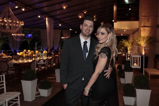 Cassio Lannes com a namorada Gabriele Ferret (Foto: Isac Luz / EGO)