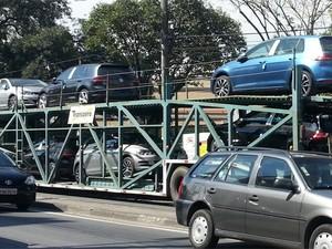 Cegonha leva 7ª geração do Volkswagen Golf (Foto: Bruno Pedroso Guedes)