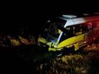 Uma pessoa morre e 20 ficam feridas em batida entre picape e micro-ônibus
