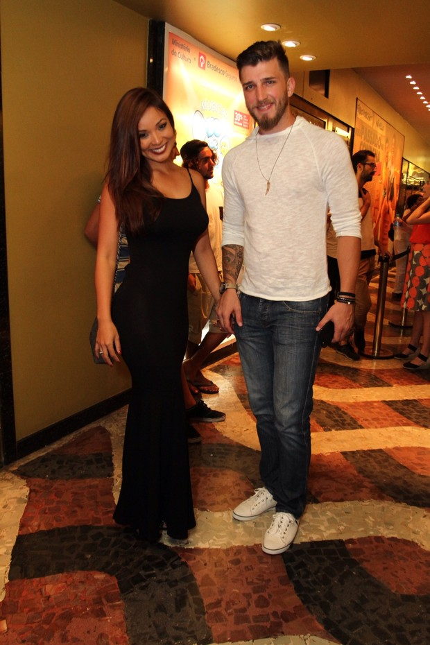 Carol Nakamura e namorado Aslan Eduardo Galvão (Foto: Anderson Borde/AgNews)