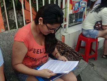 Helga Alencar tenta uma vaga no curso de medicina da UPE  (Foto: Katherine Coutinho / G1)