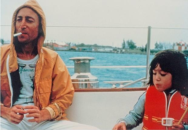 John Lennon e o filho, Sean Lennon (Foto: Reprodução)