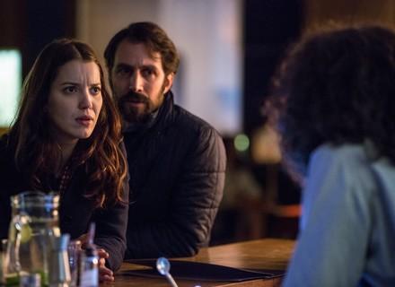 Júlia é confundida com Lorena e corre risco em Nova York