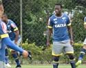 """Jogadores recebem """"tímido"""" Caicedo, e Léo promete: """"Vai se sentir em casa"""""""