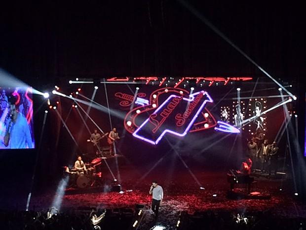 No palco, Luan Santana canta seus maiores sucessos (Foto: Vídeo Show / Gshow)