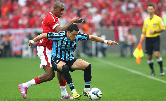 Giuliano faz seu primeiro Gre-Nal vestindo a camisa do Grêmio (Foto: Lucas Uebel/Grêmio FBPA)
