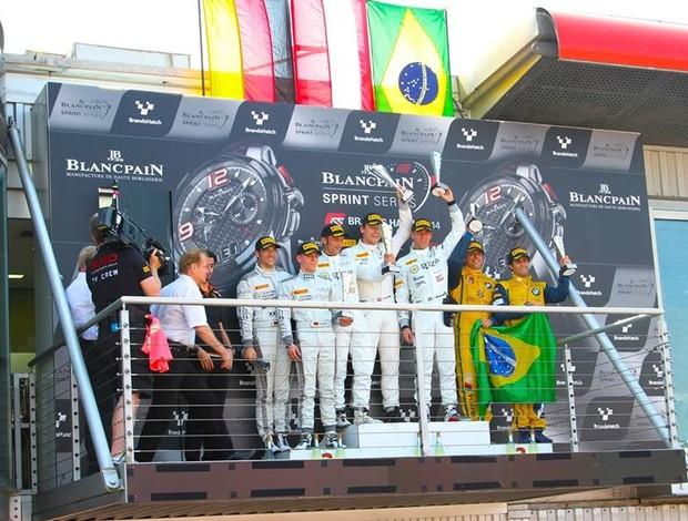 Com Cacá Bueno e Sergio Jimenez em 3º, pódio foi exatamente igual nas duas corridas (Foto: Divulgação)