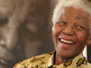Foto de Mandela feita em 7 de dezembro de 2005 em Joanesburgo. (Foto: Denis Farrell/AP)