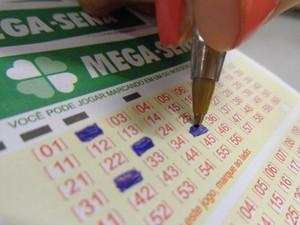Mega-sena aposta casa lotérica sorteio loteria (Foto: Paola Fajonni/G1)