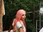 Lady Gaga faz a alegria das crianças da Comunidade do Cantagalo
