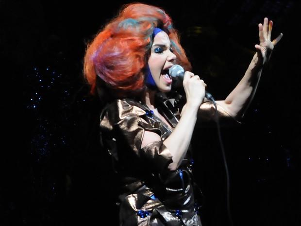 A islandesa Björk canta no Parque O'higgins, em Santiago, no Chile, no sábado (31). Ela canta no festival Sonár São Paulo, em maio (Foto: Claudio Santana/AFP)